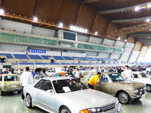 ノスタルジックな車の展示会(ノスタルジックカーフェスティバル)